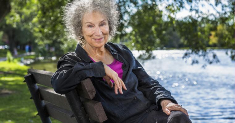 På tokt i fortida. Margaret Atwood og Alice Munroe