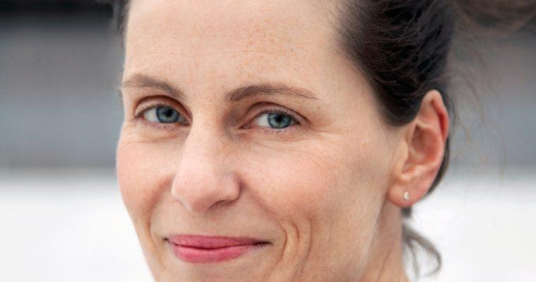 Det blir hett i Monica Isakstuens roman om venninnerelasjoner
